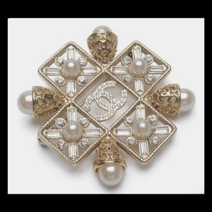 Just In!💎New Chanel Pearl Brooch!💎